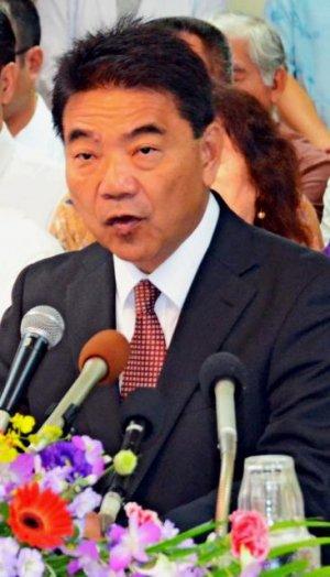 来年1月17日告示、同24日投開票の宜野湾市長選に反日左翼として立候補する志村恵一郎
