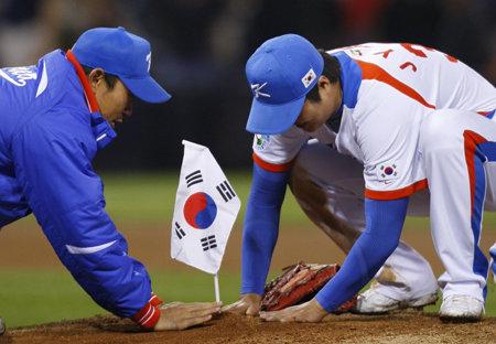 野球のWBCで韓国が日本に勝った際に、韓国の選手たちがマウンドに韓国国旗(大清国属旗)を立てた。