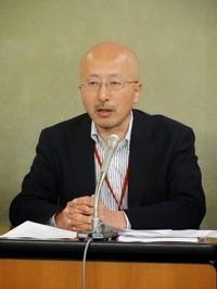 元ケースワーカーの立場から、生活保護法改正案・生活困窮者自立支援法案について語る田川英信氏。