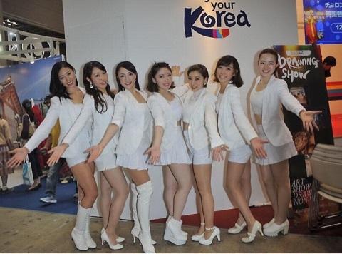 韓国ブースの宮沢磨由らK-popカバーダンスユニット「ModeA」