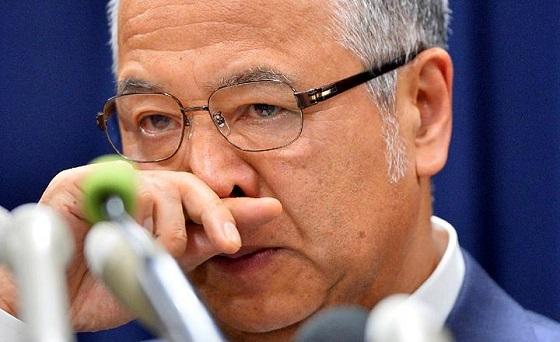金銭授受問題の記者会見で、辞任を表明した甘利明経済再生担当相=28日午後、東京・永田町