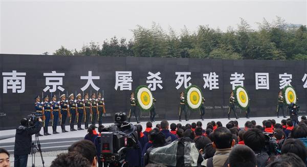 13日、中国江蘇省南京市内の「南京虐殺記念館」で行われた「南京事件」の追悼式典。昨年から「国家級」式典に格上げされ、昨年は習近平国家主席が出席したが、今年は全国人民大会(全人代=国会)常務委員会副委員