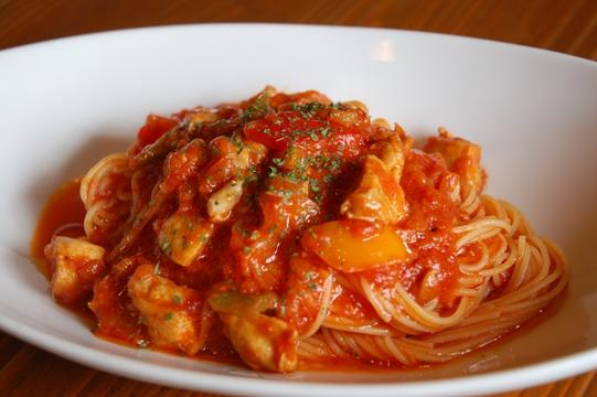 鶏肉とパプリカのトマトパスタ3