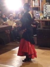 フラメンコを踊る