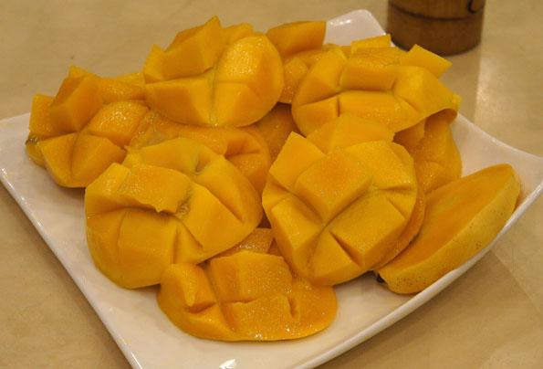 20160118 Cebu mango 21cm DSC02950