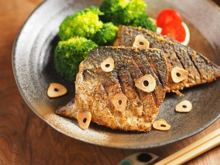 鯖のガーリックソテー32