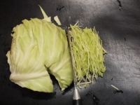 千切りキャベツと鶏皮の柚子こt36