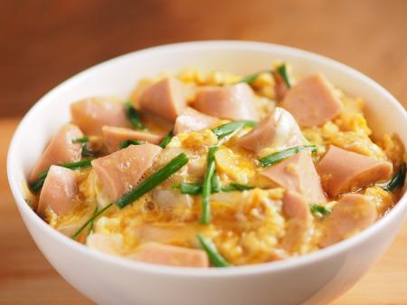 魚肉ソーセージ親子丼t07
