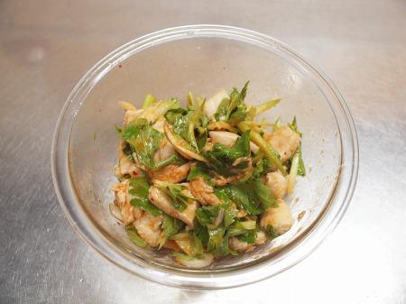 鶏むね肉とセロリのキムチサラt60