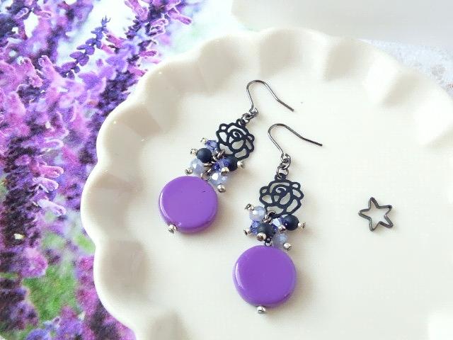 黒薔薇と紫コインヴェネチアンのしゃらんらピアス1
