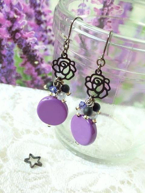 黒薔薇と紫コインヴェネチアンのしゃらんらピアス4