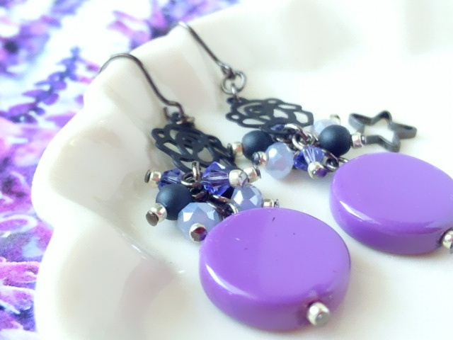 黒薔薇と紫コインヴェネチアンのしゃらんらピアス3