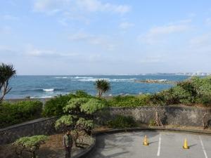 宜野湾の海は、空は、今日も輝く。