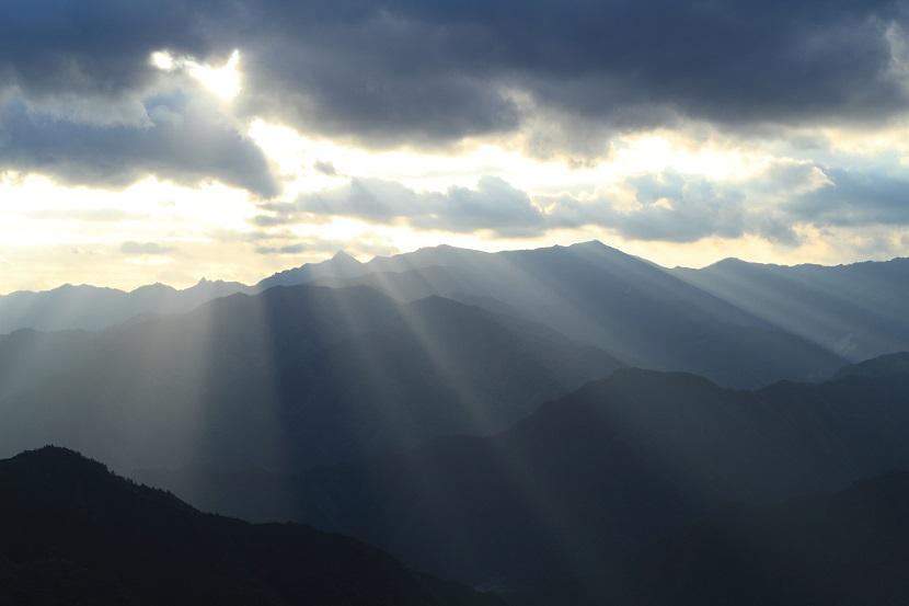 大峰山脈、光芒、1