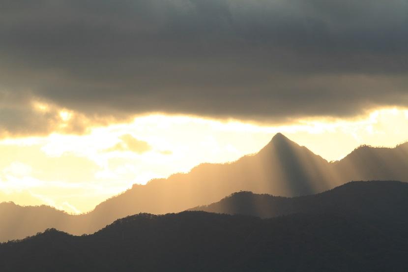 大峰山脈、光芒、6