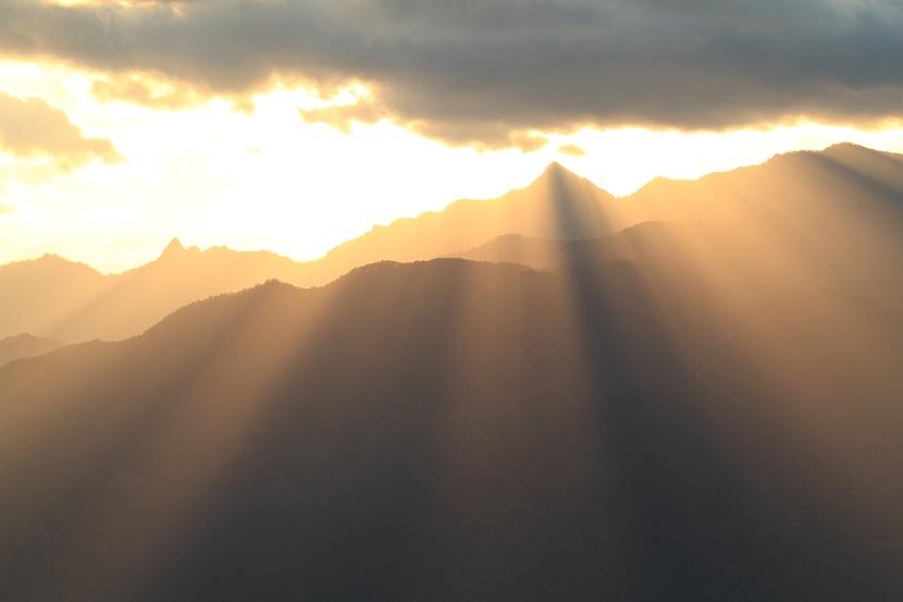 大峰山脈、光芒、7