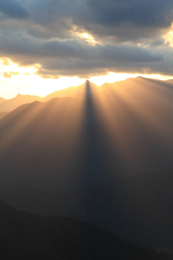 大峰山脈、光芒、8