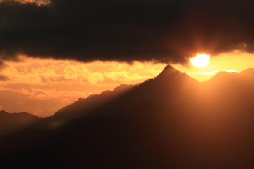 大峰山脈、光芒、11