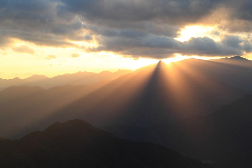 大峰山脈、光芒、10