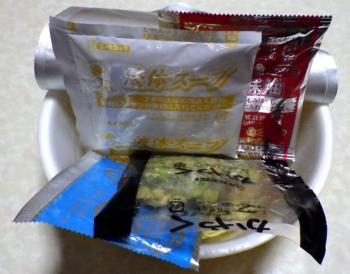 EDGE 鬼背脂とんこつ醤油ラーメン(2015年)(内容物)