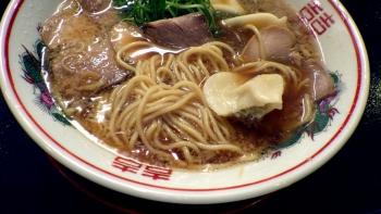 らーめん小鉄 ラーメン 水餃子トッピング(麺のアップ)