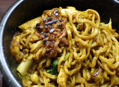 麺のようじ 石焼カレー担々和え麺(麺のおこげ)