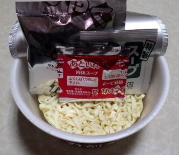 麺の至宝 とろみ醤油 刀削風麺(内容物)