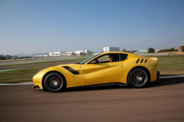 フェラーリF12 tdf