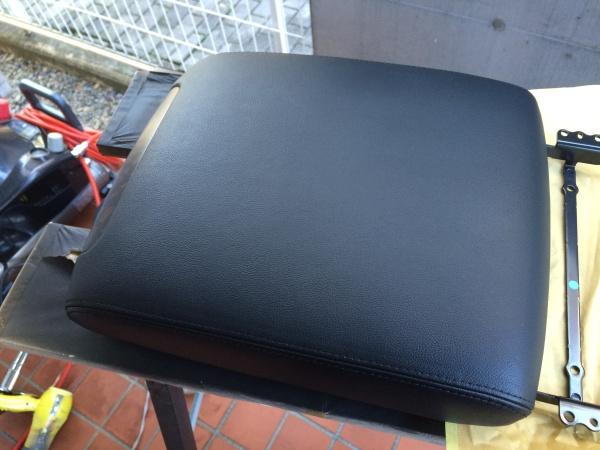 センターコンソールボックスの蓋補修 ランドクルーザー