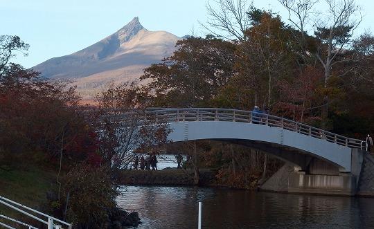 151022大沼公園アーチ橋-2
