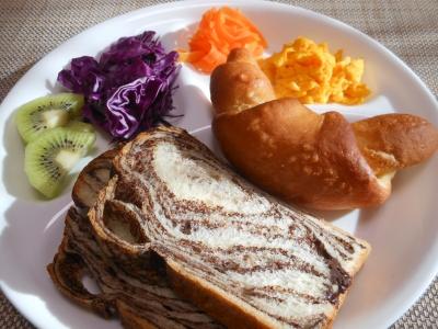 P_studiomimosaショコラパン朝食