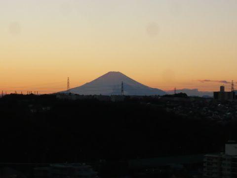 日暮れの富士山