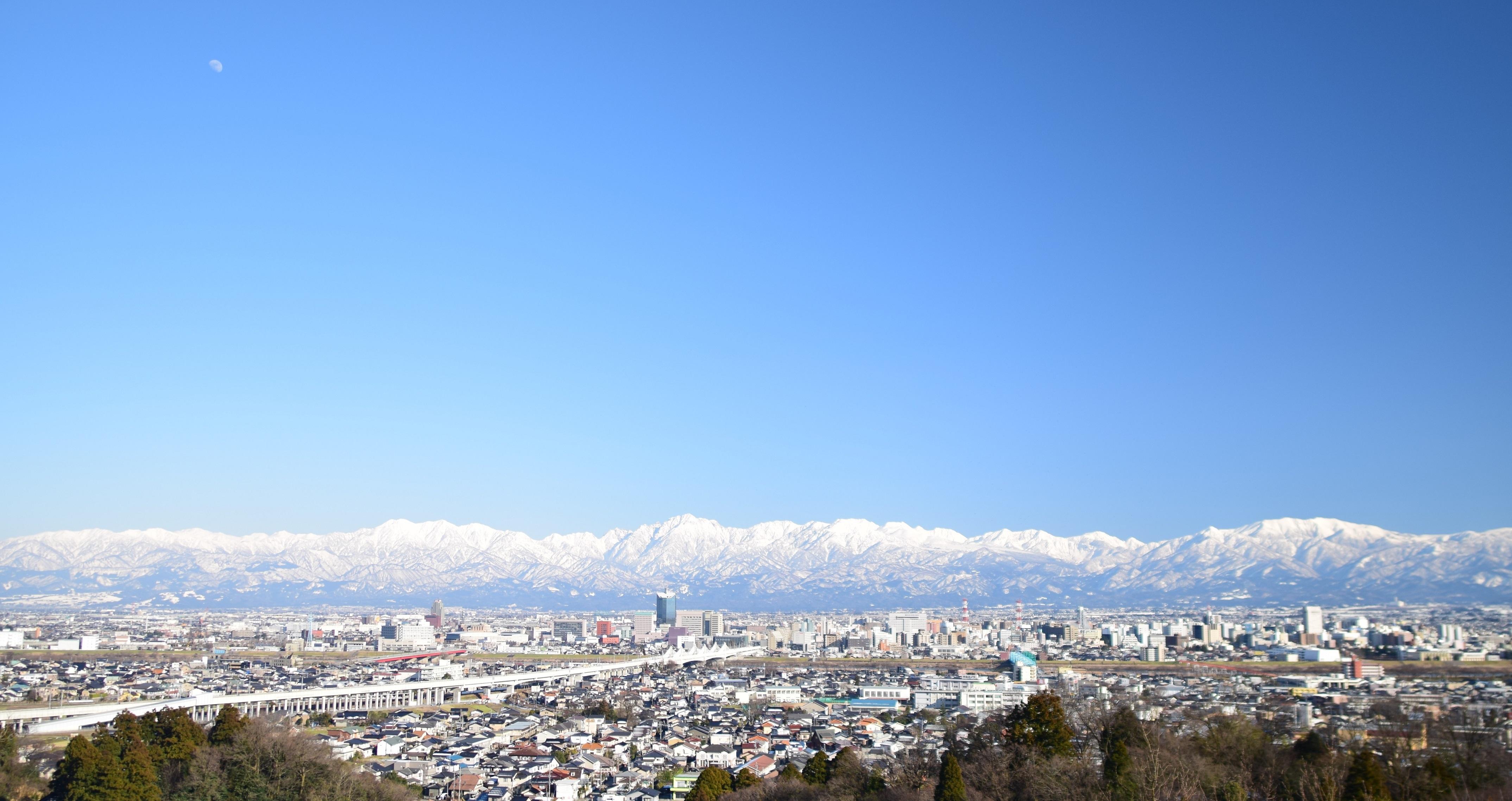 月と富山市街1