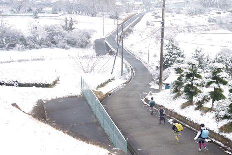 雪の通学路2