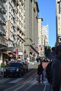 サンフランシスコ ユニオンスクエアから見上げた坂