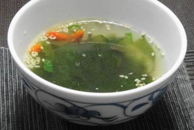 クコの実入りワカメスープ