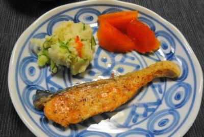 鮭のムニエル、ポテトサラダ添え