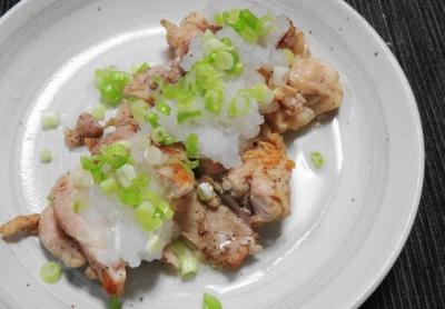 赤鶏のネギ塩ステーキ、おろし添え