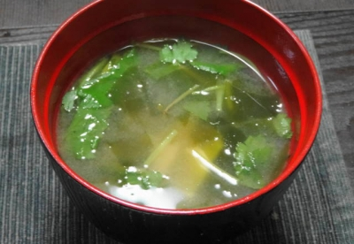 豆腐とみつ葉の味噌汁