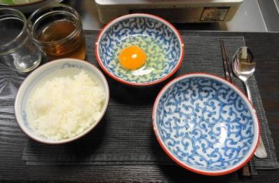 ご飯に溶き卵、七味用の取り鉢