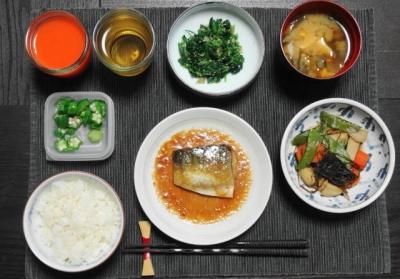 サバの味噌煮と里芋の昆布煮のマクロビご飯
