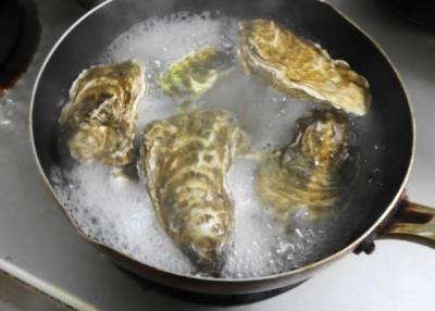 蒸し牡蠣・沸騰したら弱火