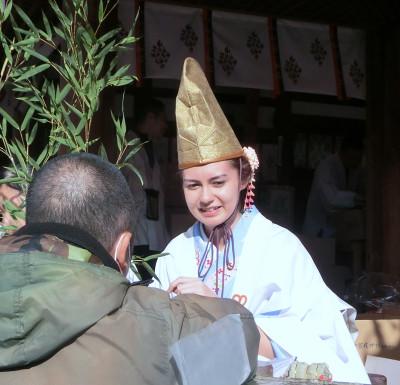 160114-今宮戎神社外人福娘-1