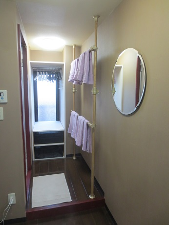 DIYタオルかけと鏡