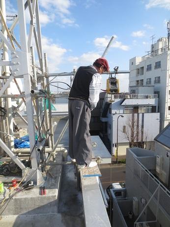 屋上防水工事完成リフト作業
