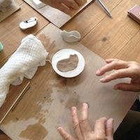 陶器ねこブローチWS20154