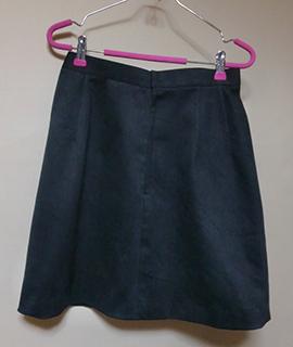 ボックスプリーツのミニスカート