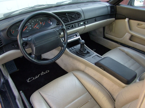 1986-Porsche-944-Turbo-interior_01