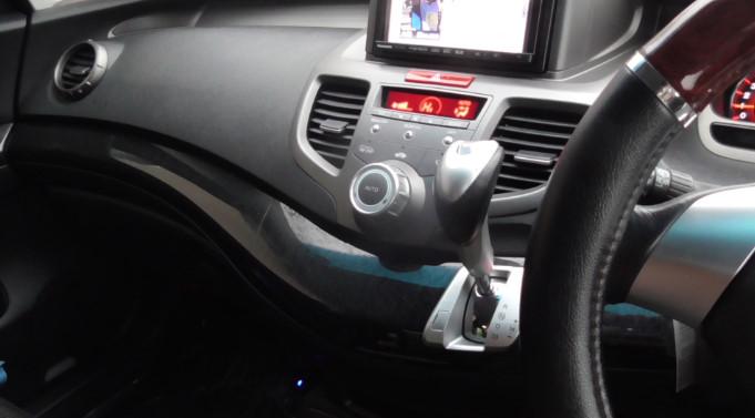 Aukeyのカー用品FMトランスミッターと車載充電器をレビュー03-08-47-783