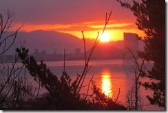 160131501 1月31日の日の出、能古島の博物館前から